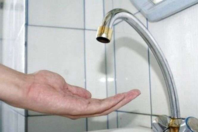 Киянам радять запастися водою - Сьогодні частина Києва залишиться без води (перелік адрес)