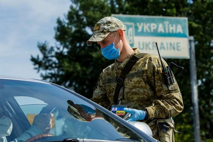 Чоловік надав прикордонникам підроблені документи - Чоловік намагався вивезти з України двох дітей за підробленими документами