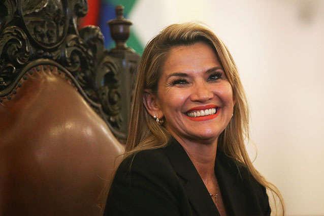 У Жанін Аньєс виявили коронавірус - У тимчасового президента Болівії виявили коронавірус