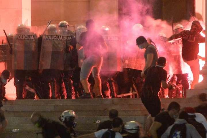 Сутички у Белграді - Протести у Сербії: мітингувальники влаштували масові сутички з поліцією