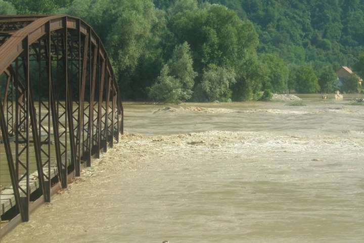 Силами ДСНС з початку проведення робіт врятовано 478 осіб - Підтоплених населених пунктів після паводків на заході країни немає, – ДСНС