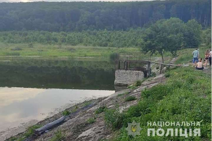 На Тернопільщині двоє підлітків потонули у ставку
