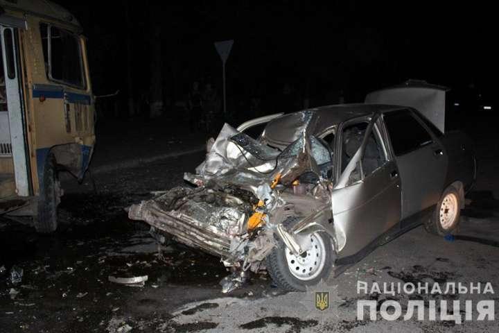 Відволікся на телефон: водій Mercedes збив у Маріуполі двох патрульних