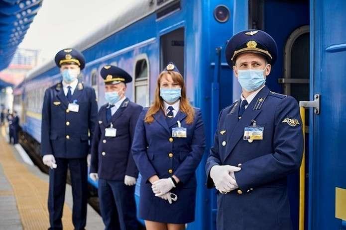 pspan«Укрзалізниця» поступово відновлює залізничне сполучення після карантину/spano:p/o:p/p - «Укрзалізниця» з наступного тижня запускає ще 40 поїздів (список)