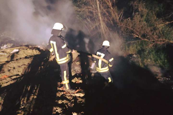 Загиблих і постраждалих немає. Причиною виникнення пожежі будуть займатися правоохоронці - У Києві вночі горіло сміттєзвалище