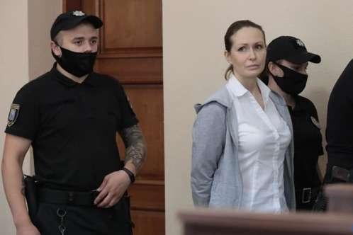 Юлія Кузьменко під час засідання суду, 13 липня 2020 року - Суд залишив лікарку Кузьменко під вартою