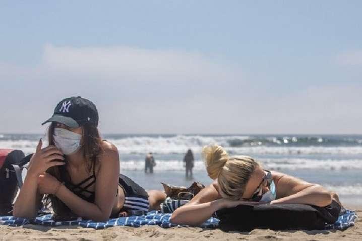 На море на Одещину приїхали десятки тисяч туристів - В Одеській ОДА прокоментували ймовірність закриття курортів через спалах коронавірусу
