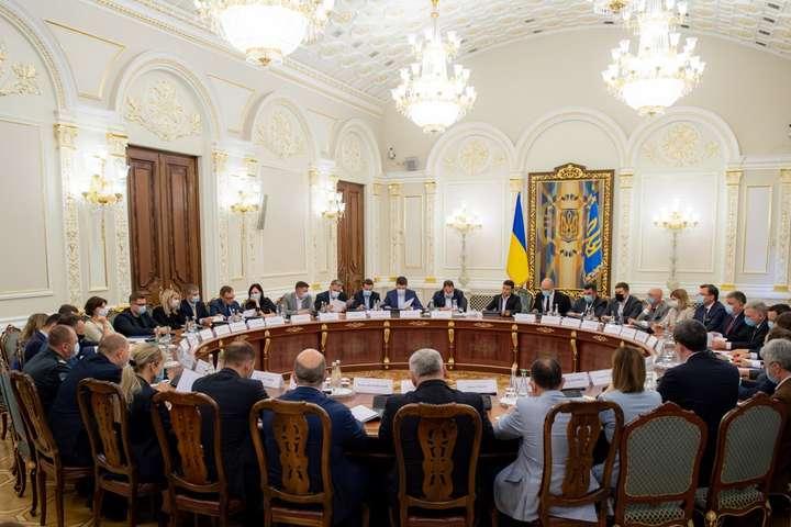 Уряд відзвітував щодо виконання доручень Президента для розвитку туристичної галузі України - Ткаченко доповів Зеленському про дорожню карту для сфери туризму
