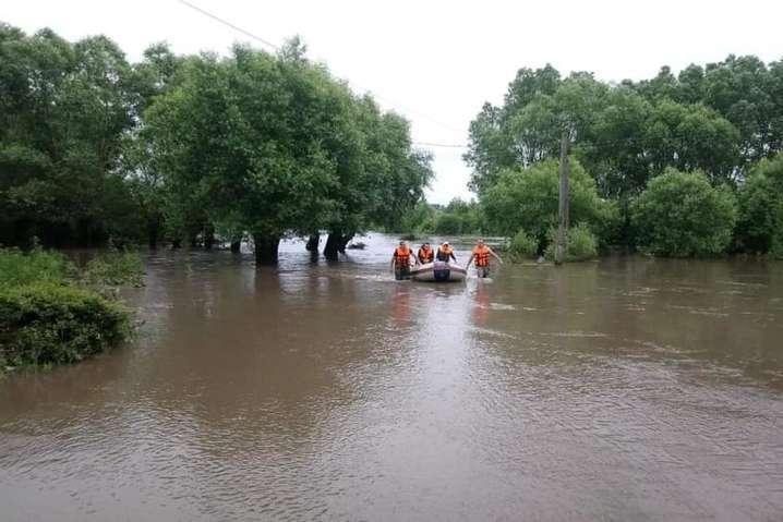 Після сильних дощів на заході країни очікується підйом води у річках — Рятувальники попереджають про паводки: які річки вийдуть з берегів