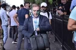 Фото: — Нардеп Олег Волошин перед засіданням Ради був облитий зеленкою