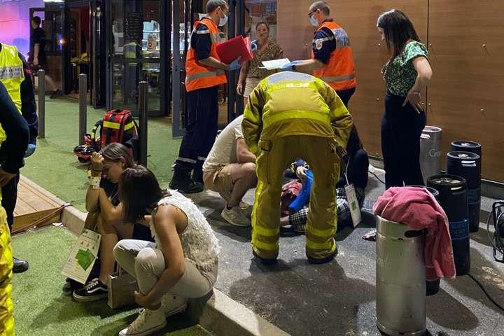 Автомобіль наїхав на натовп біля бару - У Франції авто в'їхало у натовп, постраждало 16 осіб