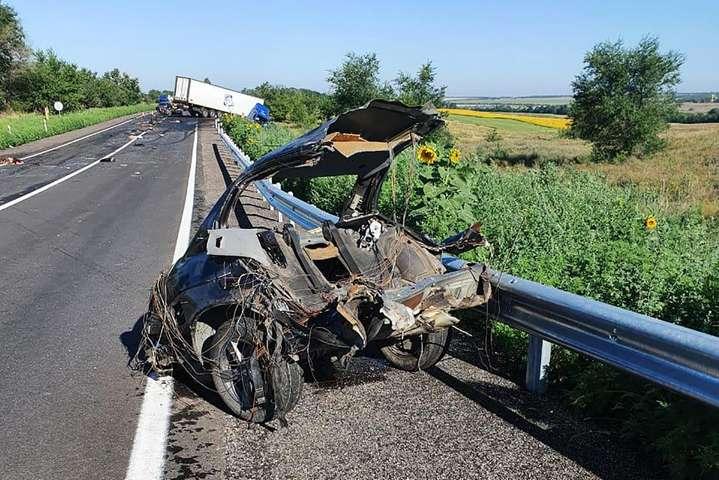 Місце події охороняється виділеними додатковими силами поліції - На Запоріжжі сталася смертельна ДТП за участю BMW і вантажівки, загинули 4 людини