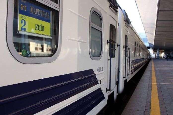 У поїзді «Маріуполь-Київ» невідомий чоловік вночі напав на жінку з дитиною - Чоловік серед ночі напав на жінку з дитиною у поїзді Маріуполь-Київ (фото)