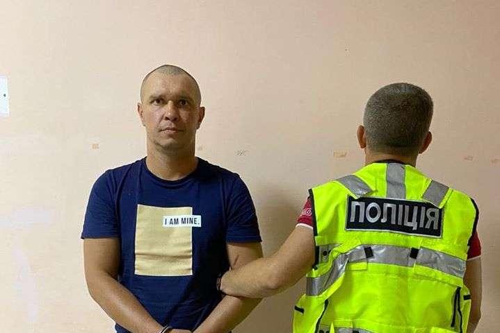 Райсуд Киева арештував на 2 місяці без права внесення застави чоловіка, якого звинувачують у нападі на жінку у потягу - Суд відправив за ґрати рецидивіста, який намагався зґвалтувати жінку у поїзді «Маріуполь-Київ»