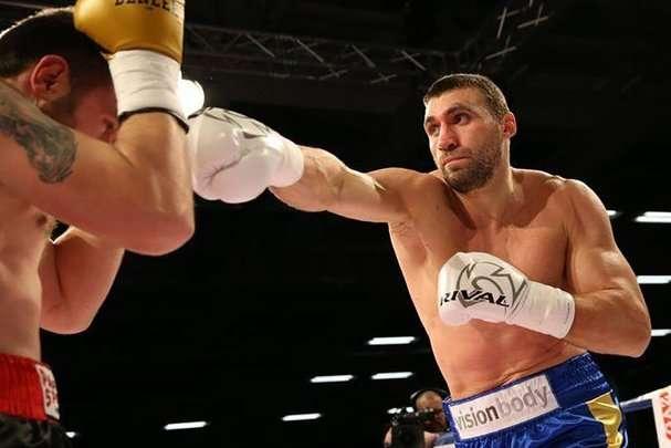 Віктор вихрист впорався з земляком за два раунди - Скандальний боксер Вихрист виграв нокаутом у другому бою на профі-рингу (відео)
