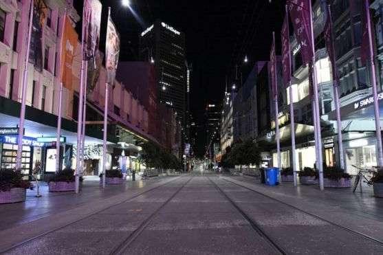 <p>Зазвичай метушливий центр міста Мельбурна тепер безлюдний</p> - В австралійському штаті через коронавірус оголосили «стан катастрофи»