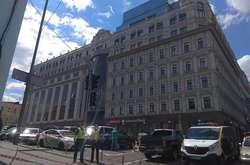 """Фото: — Біля<span lang=""""UK"""">бізнес-центру «Леонардо» працюють правоохоронці</span>"""