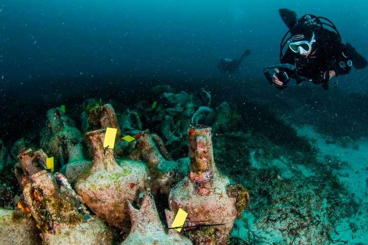 Понад три тисячі амфор вина уціліли на дні моря - У Греції відкрився перший підводний музей