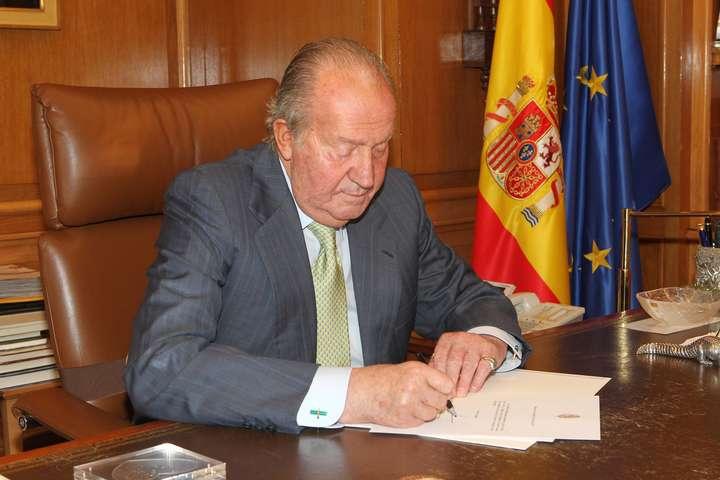 Колишній король Іспанії вирішив покинути країну на тлі звинувачень у корупції