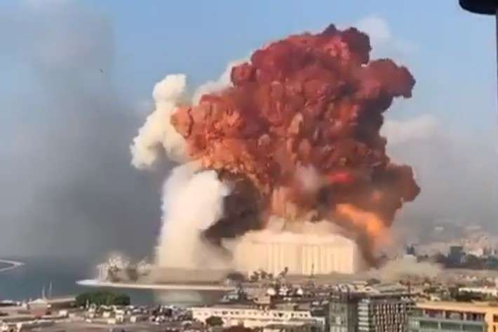 Момент потужного вибуху у порту Бейрута потрапив на відео