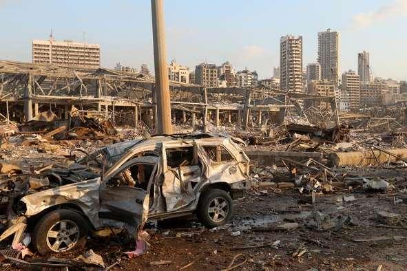 У результаті руйнувань через потужні вибухи понад 300 тисяч людей вимушені залишити свої домівки. - Вибух у Бейруті: кількість жертв зросла до 135 осіб