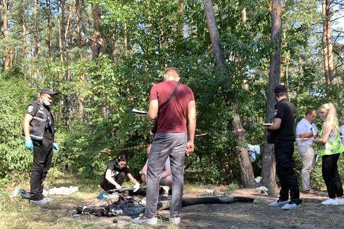 Фрагменти тіла жінка намагалася знищити у багатті посеред лісу - Жахливе вбивство в Києві: іноземка розчленувала тіло чоловіка і намагалася спалити (фото, відео)