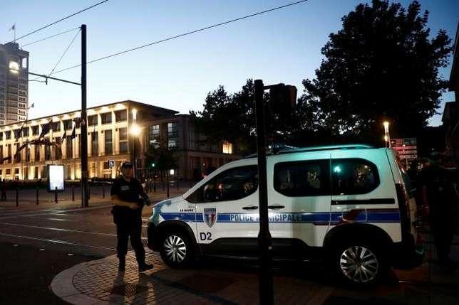 Затриманийвідомий поліції за правопорушення та психіатричні проблеми - Чоловік, який у Франції захопив заручників у банку, здався поліції