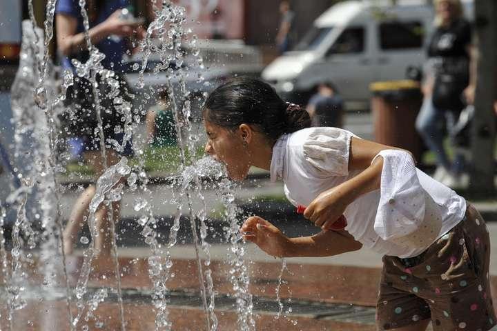 Прогноз погоди в Україні на п'ятницю: сухо, ясно та спекотно до +36