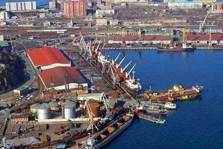 pЗараз «коронавірусне» судно пришвартовано на карантинний причал/p - У порт «Південний» зайшло судно з хворими на коронавірус моряками
