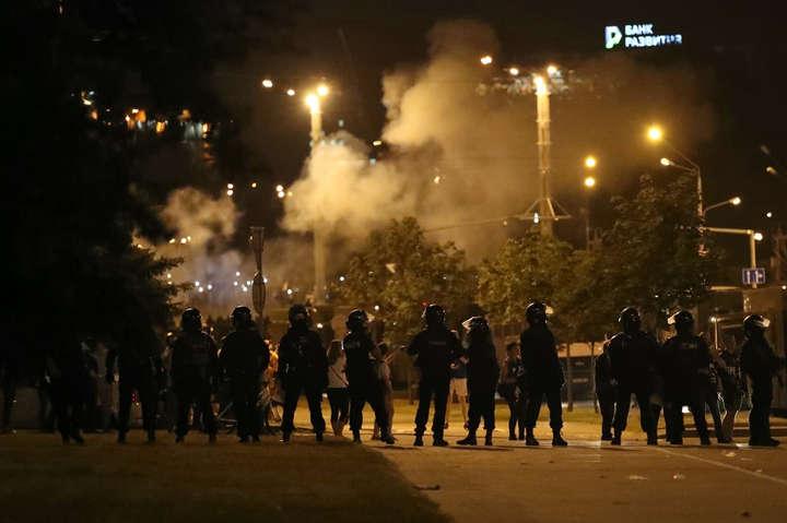 Жителі Мінська другий день поспіль вийшли на акції протесту - У Мінську застосували газ і гранати для розгону протестувальників