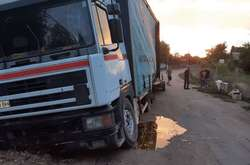 Фото: — Викрадену вантажівку поліцейські знайшли на околиці села
