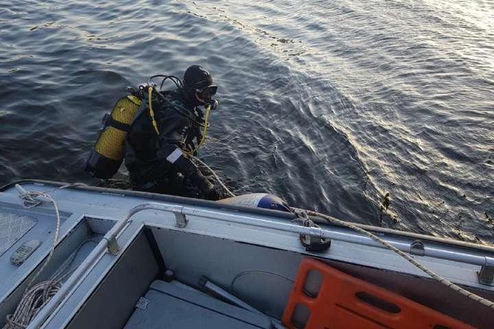Водолази дістали тіло чоловіка з води - Біля мосту Метро чоловік на гідроциклі перевернувся і потонув