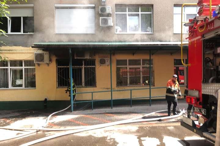 Евакуювали 200 людей. На Закарпатті горіла районна лікарня