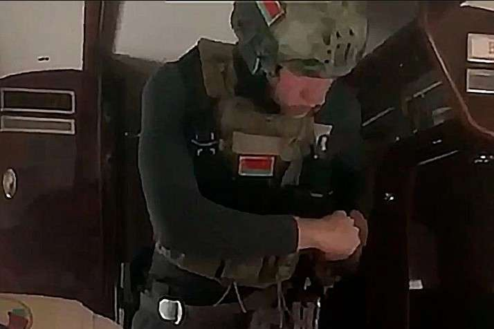 Коля зі зброєю ходить по Мінську. Експерти визначили екіпірування 15-річного сина Лукашенка