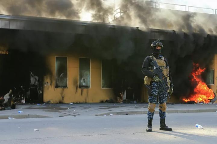 Жертв після вибуху не виявили - На територію аеропорту Багдада впали три ракети