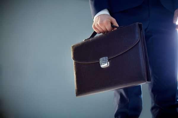 Адвокат їздив по Києву з портфелем, в якому була третина мільйона доларів - У центрі Києва посеред дня побили адвоката і вкрали портфель із $350 тис.