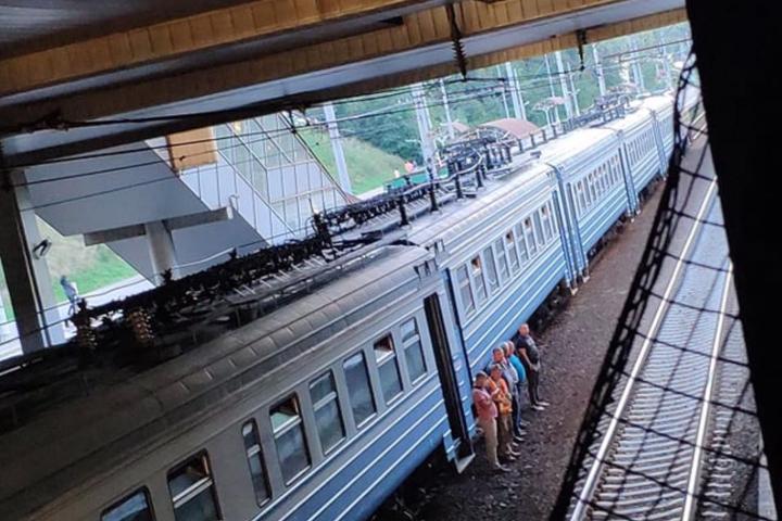 У Києві електричка зійшла з рейок