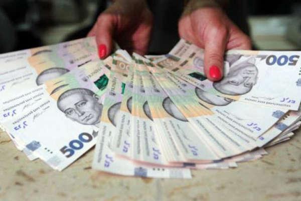 На Прикарпатті судитимуть працівницю банку, яка привласнила 130 тисяч гривень