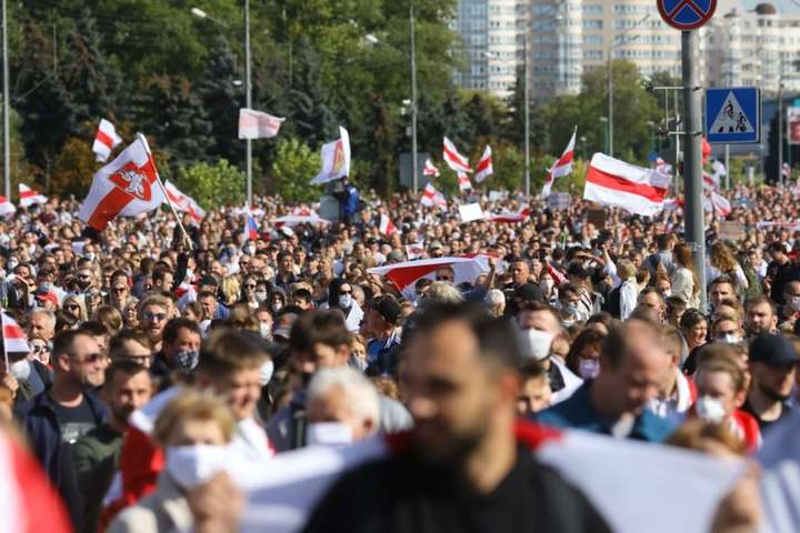 <p>Марш протесту у Мінську 13 вересня 2020 р.</p> <p> — У Мінську затримано близько 250 осіб, – МВС»></p></div> <div class=