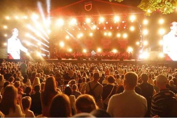 <p>У Дніпрі влаштували великий концерт</p> <p> — У МОЗ обурені масовим святкуванням Дня міста у Дніпрі»></p></div> <div class=