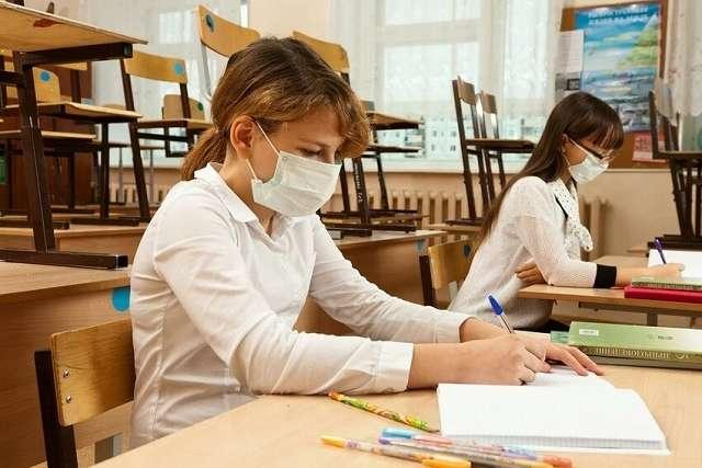 Наразі в Україні 501 клас перебуває на самоізоляції, а 37 закладів середньої освіти – на дистанційному навчанні - Уряд пропонує Раді законопроєкт, що дозволить купувати маски для шкіл за кошти місцевих бюджетів