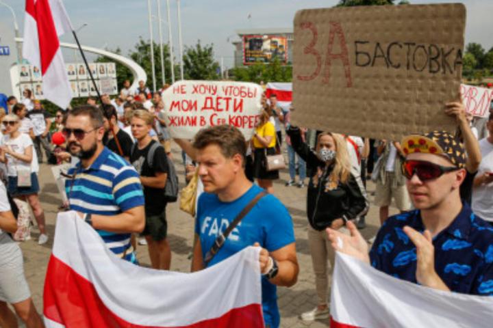 Аналітики компаніїS&P 11 вересня переглянулипрогноз за суверенними рейтингами Білорусі, змінивши його зі «Стабільного» на «Негативний - Білоруси під час протестів забрали з банків більше $1 млрд