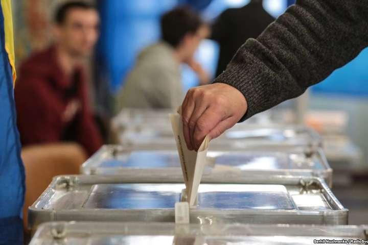 У разі виявлення Covid-19 в одного з членів виборчої комісії, всі інші члени виборчої комісії можуть продовжувати виконувати свої функції за відсутності симптомів респіраторних захворювань - Кабмін затвердив правила голосування на місцевих виборах під час карантину