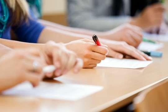 <span>Суттєво змінилась ситуація з Державною підсумковою атестацією</span> — З 2021 року в школах буде обов'язковий іспит з математики»></div> <p><span>Суттєво змінилась ситуація з Державною підсумковою атестацією</span></p> </p></div> <p>З 2021 року в Україні випускники шкіл обов'язково будуть здавати Державну підсумкову атестацію з математики. Про це повідомила заступниця директора Центру оцінювання якості освіти Тетяна Вакуленко.</p> <p>«Державна підсумкова атестація з 2021 року для шукачів повної загальної середньої освіти буде обов'язковою з української мови та математики. Це нововведення. <span>Тож, ДПА цьогоріч для здобувачів повної загальної середньої освіти буде обов'язковою зукраїнської мови, математики, зісторії України або іноземної мови, атакож один знавчальних предметів навибір</span>»,– заявила вона.</p> <hr> <div class=