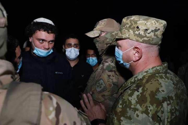 <p>Ситуація контрольована, повідомляють прикордонники</p> <p> — Хасиди намагаються потрапити в Україну з Білорусі: на кордоні посилили охорону»></p></div> <div class=