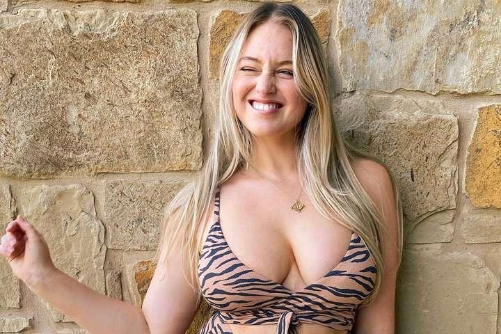 <p>30-летняя модель plus-size Искра Лоуренс снялась обнаженной</p> <div></div> <p> — «Заводная красотка»: знаменитая модель плюс-сайз обнажилась в душе (фото)»></p></div> <div class=