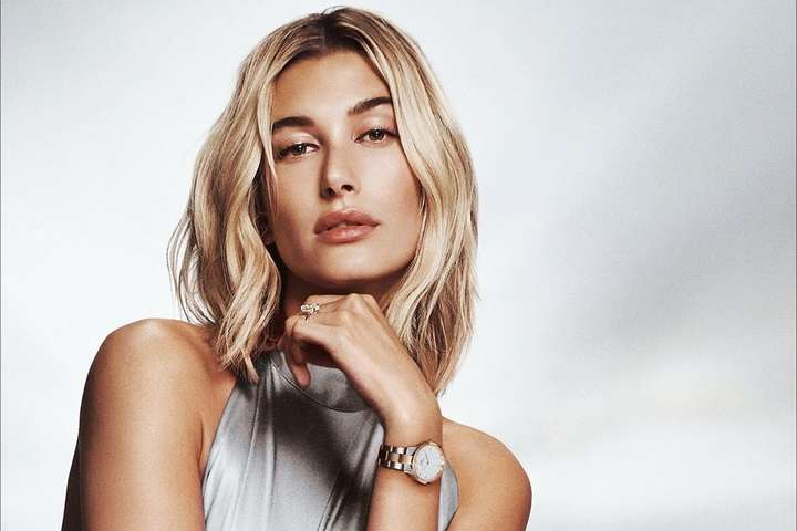 <p>23-летняя модель Хейли Бибер устроила сексуальную фотосессию в бассейне</p> <div></div> <p> — Жена Джастина Бибера в мини-трусиках похвасталась упругой попой»></p></div> <div class=