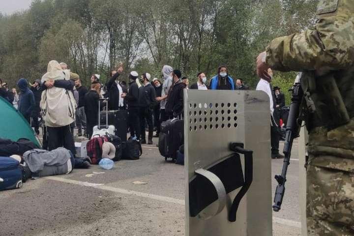 Хасиди зупинили на кордоні з Білоруссю - Хасиди на кордоні з Білоруссю: у справу втрутилося МЗС