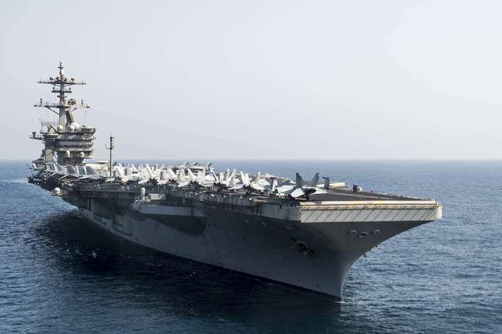 Есмінець з керованими ракетами USS Roosevelt — Американський ракетний есмінець прямує до Чорного моря