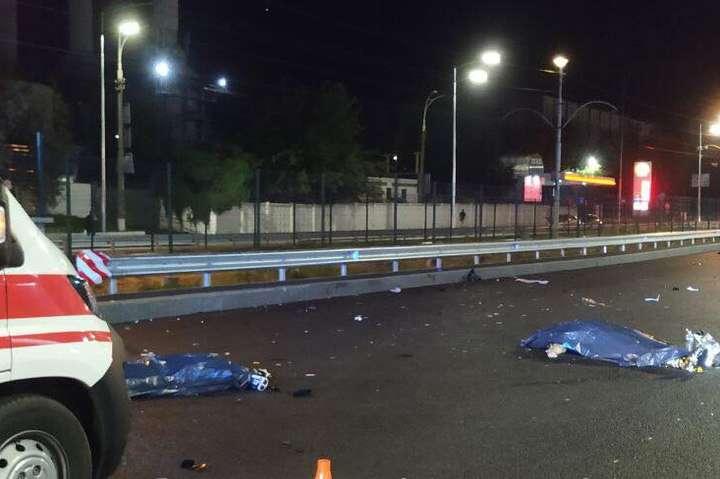 На місці загинули пішохід та водій мотоцикла - У Києві сталося жахливе ДТП: загинули три людини (фото, відео)